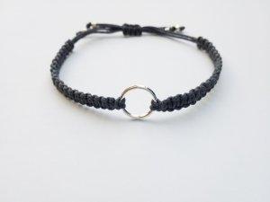 wunderschönes graues Makrameearmband Armband Bändchen mit silberfarbenem Ring