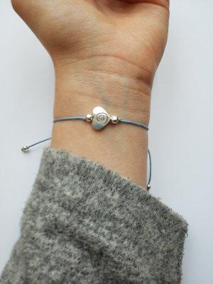 wunderschönes hellblaues Armband mit silberfarbenem Herz