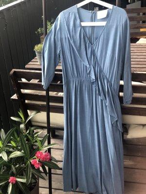 Wunderschönes hellblaues Kleid