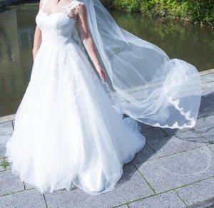 Wunderschönes Hochzeitskleid mit langem Schleier!!