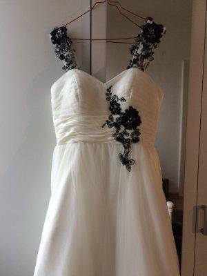 Wunderschönes Hochzeitskleid mit Schleier