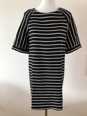 Wunderschönes Kleid im Streifen-Design