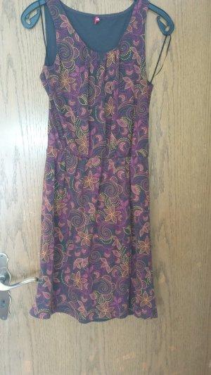 Wunderschönes Kleid in Beerentöne