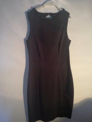 Wunderschönes Kleid mit Perlenkragen