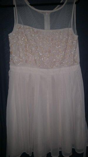 Wunderschönes Kleid mit Stickerei