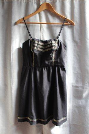 Wunderschönes Kleid von Even&Odd mit Stickereien