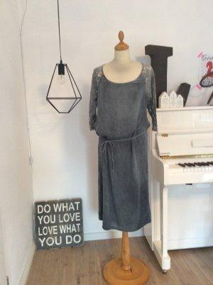 Wunderschönes Kleid von SAINT TROPEZ mit Spitze