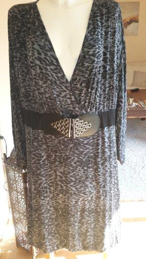 Wunderschönes Kleid von Sarah Kern im Leo Look