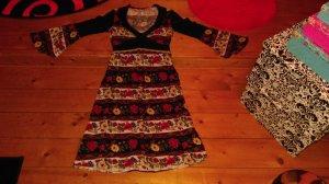 Wunderschönes knielanges kleid...