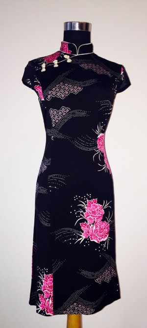 Wunderschönes, kurzes Quipao-Kleid mit Blumenmuster