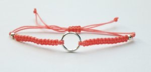 wunderschönes lachsfarbenes Makrameearmband Armband Bändchen mit silberfarbenem Ring