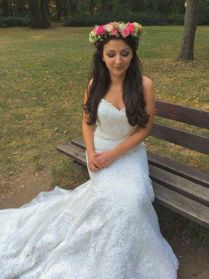 Wunderschönes Meerjungfrauen Brautkleid mit Schleppe von Lillian West