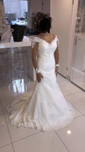 Wunderschönes, modernes Hochzeitskleid