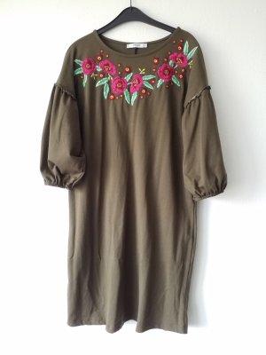 wunderschönes olivefarbenes Kleid mit Puffärmeln und Blümchen. Einmal getragen