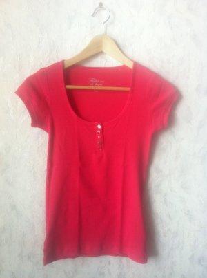 wunderschönes, pinkes T-Shirt mit Knopfleiste