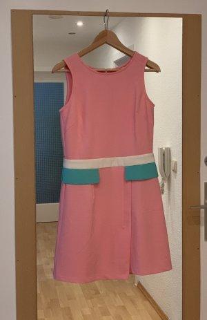 Wunderschönes poppiges Kleid
