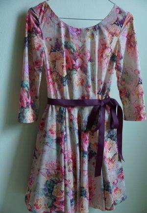 Wunderschönes romantisches Kleid. Neu!
