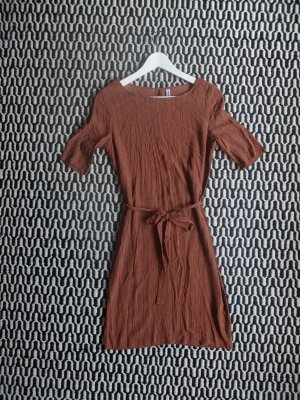 Wunderschönes rostfarbenes Kleid