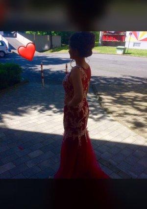Wunderschönes Rotes Abendkleid mit weißen bestickungen