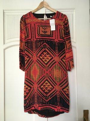 Wunderschönes Sandro-Kleid mit Rückenausschnitt, neu mit Etikett