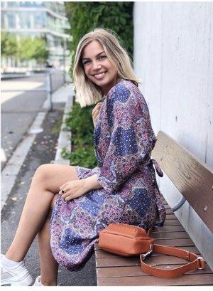 Wunderschönes schickes Kleid im Ethno-Muster in S