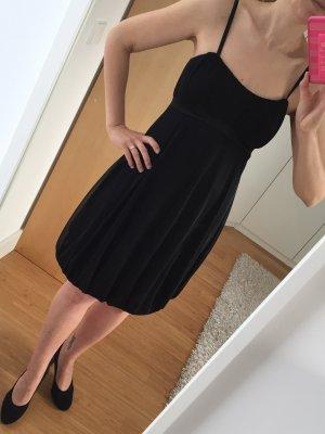 wunderschönes schwarzes Cocktailkleid