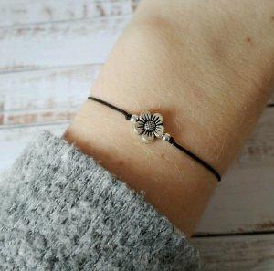 wunderschönes schwarzes Makramee Armband mit silberner Blume NEU und größenverstellbar