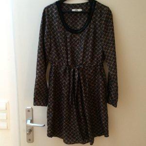 Wunderschönes Seidenkleid mit schwarzen Pailletten Ausschnitt