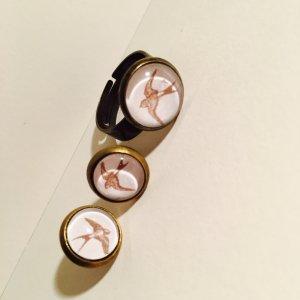 Wunderschönes Set aus Ring und Ohrringen