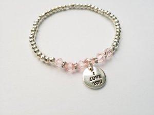 wunderschönes silberfarbenes Armband mit rosafarbenen Perlen und Love Anhänger