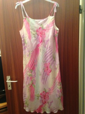 Wunderschönes Sommerkleid in grösse 46