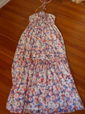 Wunderschönes Sommerkleid mit Blütendetails