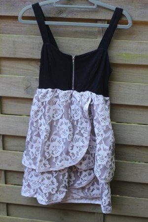 Wunderschönes Sommerkleid mit Spitze/ Häkel von Vila blogger