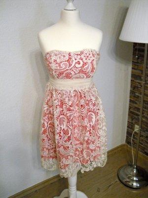 wunderschönes Spitzen-Kleid