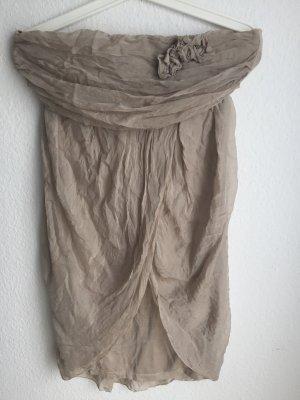 Wunderschönes trägerloses Kleid aus Seide