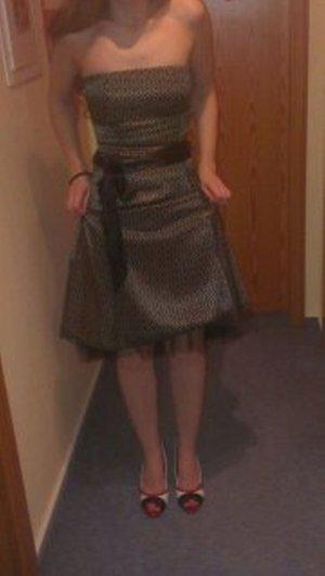 Wunderschönes trägerloses Kleid * Petticoat*