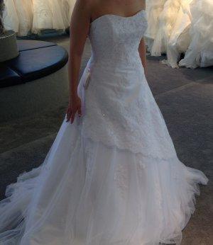 Wunderschönes, weißes Brautkleid zu verkaufen
