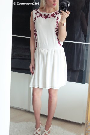 Robe chiffon blanc-rouge foncé
