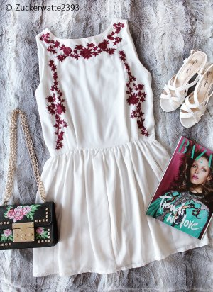 Mini vestido blanco-rojo oscuro