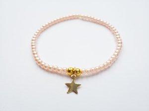 wunderschönes zartes Armband mit rosafarbenen und goldfarbenen Perlen mit goldenem Stern