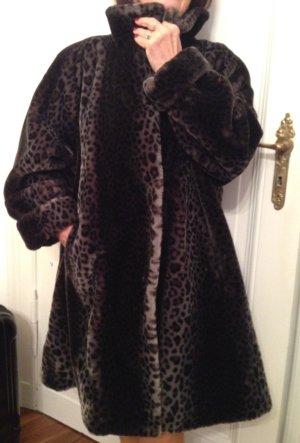 Wundervoller Mantel aus hochwertigstem Kunstpelz
