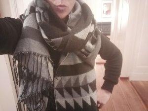 XL Schal * grau/schwarz * grafisches Muster * super warm und kuschelig