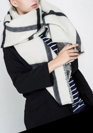 Sciarpa lavorata a maglia nero-bianco
