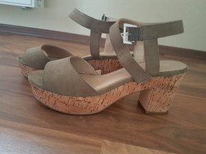 Young Spirit Platform High-Heeled Sandal khaki