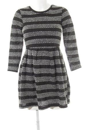 Yumi A-Linien Kleid schwarz-wollweiß Mustermix schlichter Stil