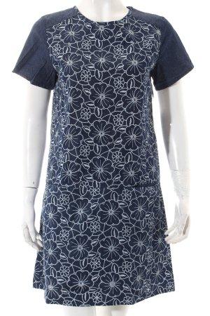 Yumi Jeanskleid blau-weiß florales Muster Street-Fashion-Look