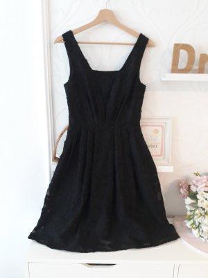 Yumi Kleid schwarz grobe Spitze