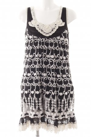 Yumi Kurzarmkleid schwarz-wollweiß florales Muster Boho-Look