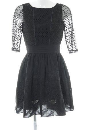 Yumi Spitzenkleid schwarz Blumenmuster klassischer Stil