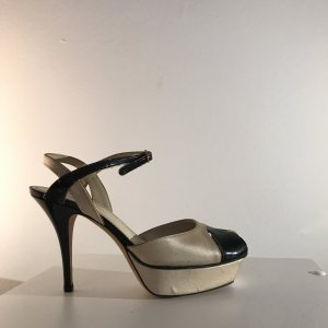 Yves Saint Laurent High Hell Plateau Sandalen.